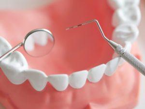 Gebiss mit Besteck - Zahnarzt